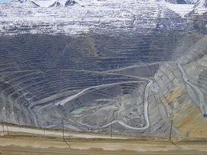 800px-Bingham_Canyon_April_2005